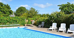 New forest cottages special offers uk family break for Family holiday cottages with swimming pool