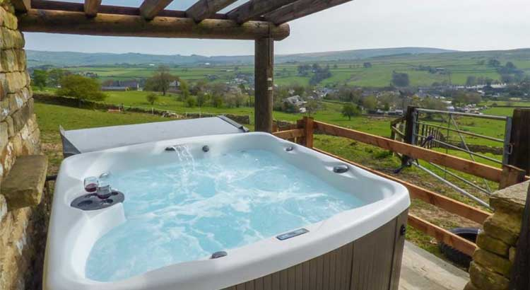 Sykes cottages holiday discounts uk family break for Family holiday cottages with swimming pool